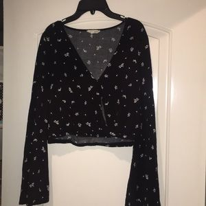 Black and White patterned long sleeve crop top